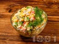 Рецепта Салата с ориз, рулца от раци и яйца